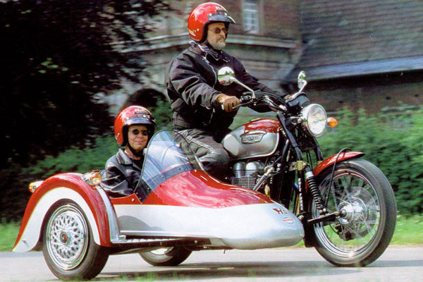 Три колеса на базе Kawasaki W 650 и Triumph Bonneville (фото-2)