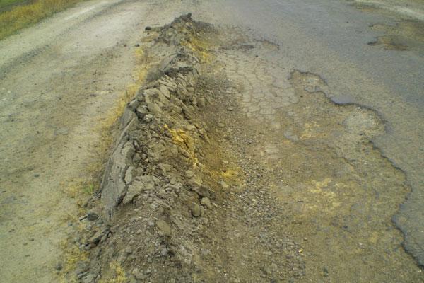 Состояние дорог в Украине в плачевном состоянии (фото-2)