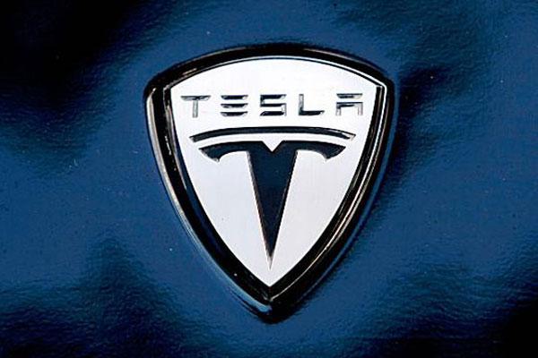 Компания Tesla придумала систему, которая заряжает электромобили за один час фото