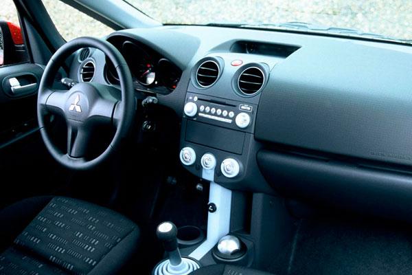 Mitsubishi Colt 2004 салон