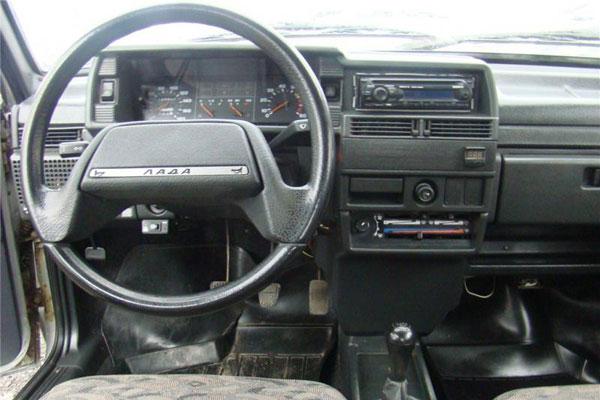 ВАЗ 21099 характеристики салон