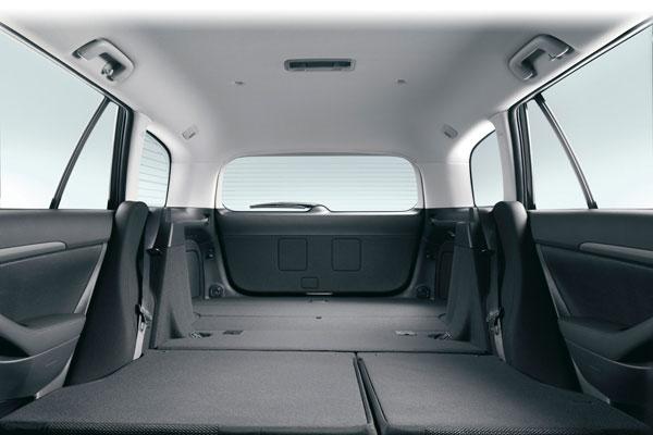 Toyota Avensis универсал салон
