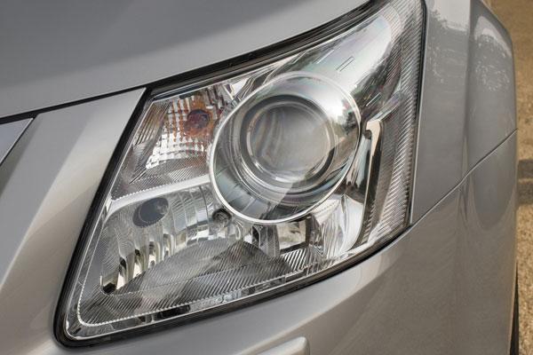 Toyota Avensis универсал фара