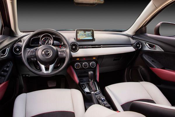 Mazda CX-3 фото салона
