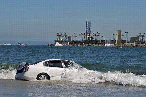 Как выбраться из утопающего авто