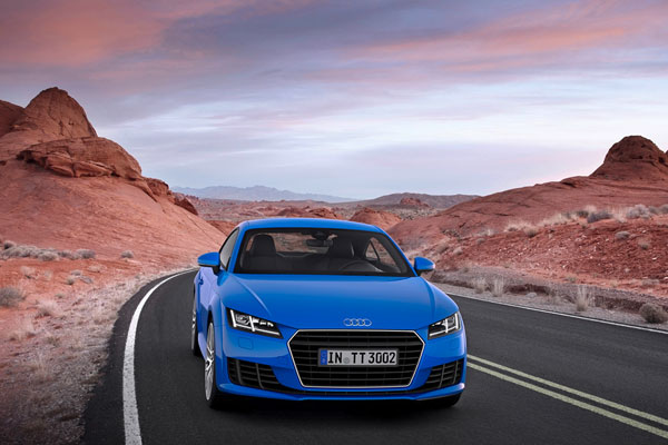 Audi TT 2015 синего цвета