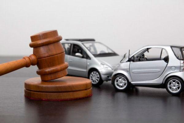 Когда автовладельцу нужен адвокат?